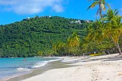 Piaskowata plaża na tropikalnej wyspie w ranku Obrazy Royalty Free