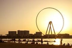 Piaskowata pla?a podczas zmierzchu w terenie Dubaj Marina zdjęcia stock