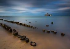 Piaskowaty brzeg morze bałtyckie i torpedownia blisko Gdynia Zdjęcie Stock