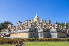 Piaskowcowa pagoda w Pa Kung świątyni przy Roi Tajlandia Et Tam jest miejsce dla medytaci zdjęcie royalty free
