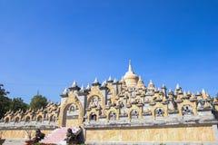 Piaskowcowa pagoda w Pa Kung świątyni przy Roi Tajlandia Et Tam jest miejsce dla medytaci obrazy royalty free