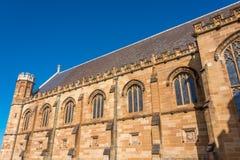 Piaskowcowy gothic budynek z łękowatymi okno i dekoracjami Zdjęcia Stock