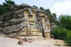 Piaskowiec skała rzeźbi diabeł głowy blisko Zelizy, republika czech fotografia royalty free