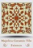 Piastrella di ceramica di faenza nel verde beige e verde oliva ed in terracotta di rosso Maiolica ceramica d'annata Terraglie tra Fotografia Stock