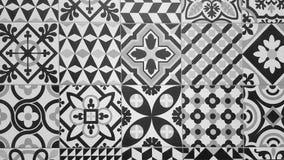 Piastrella per pavimento ceramica tradizionale in bianco e nero immagine stock