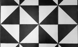 Piastrella per pavimento ceramica tradizionale in bianco e nero immagine stock libera da diritti