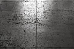 Piastrellatura di pietra grigia antica brillante del pavimento Fotografie Stock Libere da Diritti