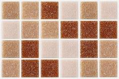 Piastrelli il quadrato del mosaico decorato con il fondo di struttura di rossi carmini di scintillio Fotografia Stock