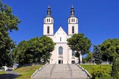 Piatnica, Polonia - la iglesia parroquial de la transfiguración en la ciudad Foto de archivo libre de regalías