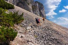 Piatra Craiului山的远足者 图库摄影