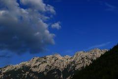 Piatra Craiului berg Arkivbilder