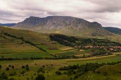 Piatra Secuiului Rimetea y pueblo de Coltesti en las montañas de Apuseni foto de archivo libre de regalías