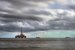 Piattaforma dell'impianto di perforazione del petrolio marino ad industria petrolifera del mare fotografia stock