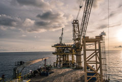 Piattaforma dell'impianto di perforazione di olio e di industria del gas Fotografie Stock Libere da Diritti
