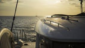 Piattaforma della nave nel crepuscolo dorato Fotografie Stock Libere da Diritti