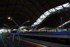 Piattaforma della stazione ferroviaria di Melbourne. Fotografia Stock