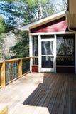 Piattaforma di legno con il portico selezionato Immagini Stock