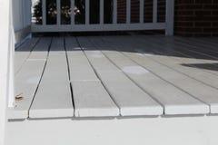 Piattaforma di legno di recente dipinta fotografia stock libera da diritti