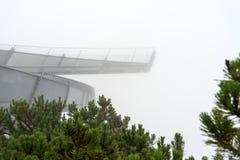 Piattaforma di osservazione di Alpspix in nebbia pesante Le alpi bavaresi Immagini Stock