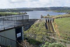 Piattaforma di osservazione e diga, bacino idrico di Myponga, Myponga, Aust del sud Fotografia Stock