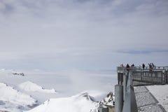 Piattaforma di osservazione nelle alpi Immagini Stock Libere da Diritti