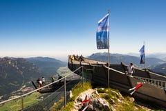 Piattaforma di osservazione nelle alpi Fotografie Stock Libere da Diritti