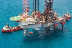 Piattaforma di perforazione in mare aperto dell'impianto offshore Fotografia Stock