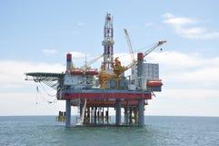 Piattaforma di perforazione a sollevamento idraulico nel mare di Bohai fotografia stock libera da diritti