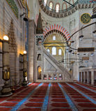 Piattaforma e posto adatto minbar decorati di marmo, moschea di Suleymaniye, Costantinopoli, Turchia Fotografie Stock