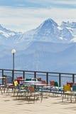 Piattaforma e ristorante di osservazione nelle alte alpi in Svizzera Fotografia Stock