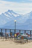 Piattaforma e ristorante di osservazione nelle alte alpi in Svizzera Immagini Stock
