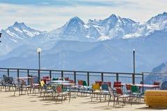 Piattaforma e ristorante di osservazione nelle alte alpi in Svizzera Fotografie Stock