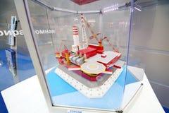Piattaforma fissa ghiaccio-resistente offshore Prirazlomnaya Fotografie Stock