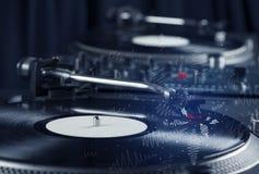 Piattaforma girevole che gioca musica con le linee trasversali disegnate a mano Fotografie Stock