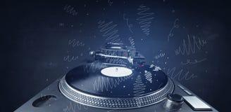 Piattaforma girevole che gioca musica con le linee trasversali disegnate a mano Immagini Stock Libere da Diritti