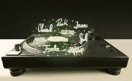 Piattaforma girevole con i generi di musica e del vinile scritti immagine stock libera da diritti