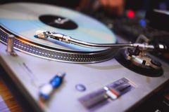 Piattaforma girevole di vinil del DJ Fotografie Stock Libere da Diritti