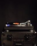 Piattaforma girevole professionale del DJ sul caso di volo Fotografia Stock