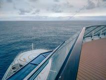Piattaforma o balcone della nave da crociera sul viaggio nell'Alaska Immagini Stock