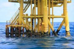 Piattaforma offshore della costruzione per il petrolio e gas di produzione, olio e industria del gas e duro lavoro, piattaforma d Immagine Stock