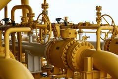 Piattaforma offshore della costruzione per il petrolio e gas di produzione, olio e industria del gas e duro lavoro, piattaforma d fotografie stock libere da diritti