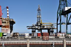 Piattaforma petrolifera guastata fotografia stock libera da diritti