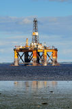 Piattaforma petrolifera in mare aperto Fotografie Stock Libere da Diritti