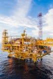 Piattaforma petrolifera nel mare Fotografia Stock