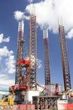 Piattaforma petrolifera verso il mare aperto Fotografie Stock Libere da Diritti
