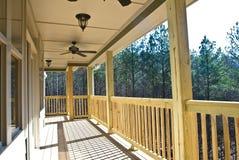 Piattaforma/portico di legno sulla Camera fotografie stock libere da diritti