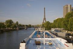 Piattaforme di crociera e la Torre Eiffel, Parigi Fotografia Stock Libera da Diritti