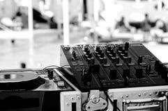 Piattaforme mescolantesi del DJ Immagini Stock Libere da Diritti