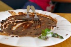 Piatti, cioccolato macchiato vuoto immagine stock