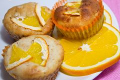 Piatti con l'arancia Immagine Stock
